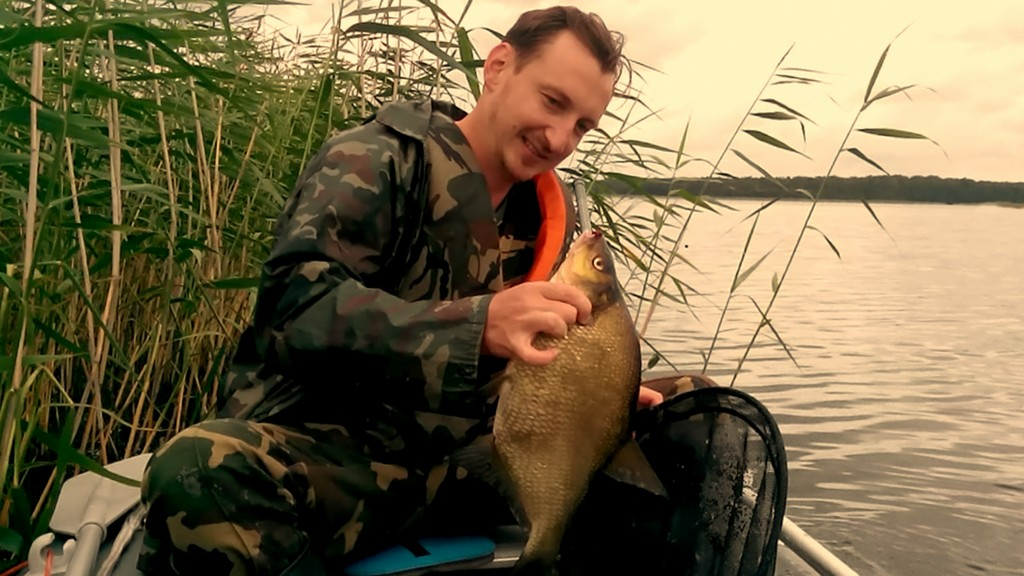 Мой положительный опыт насаживания рыбы леща на кукан
