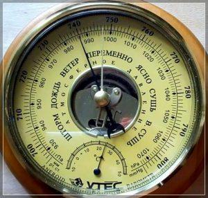 Показания давления на китайском барометре рыбака указаны в непривычных величинах